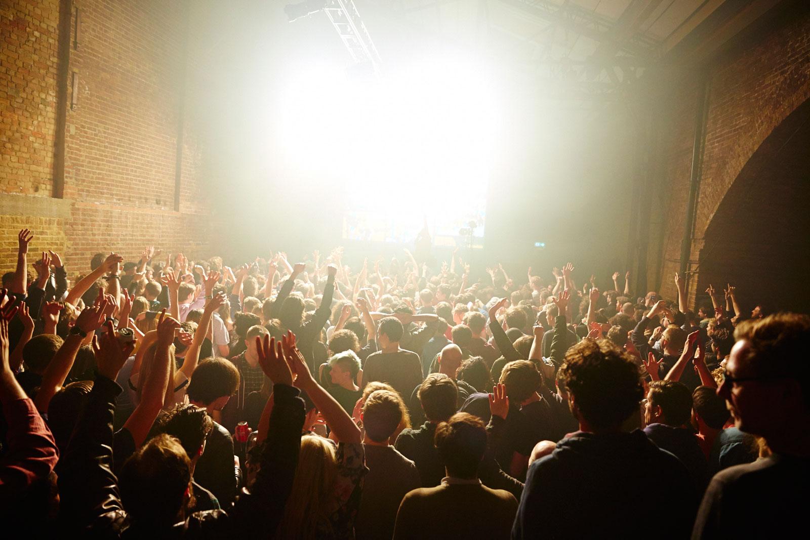 Crowd-shot-at-Dan-Deacon-by-Manuel-Vason-1600px